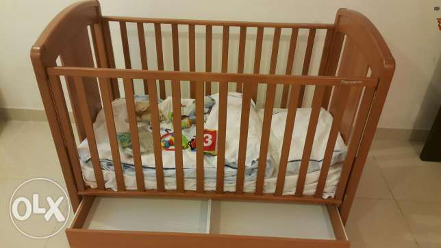 Adjustable baby bed with matt,covers,blankets and some toys مشرف -  2