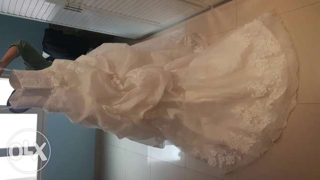 Wedding dress for sale. Only used for photo shoot ( like new)