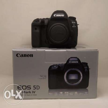 Canon EOS 5D Mark IV with Lens