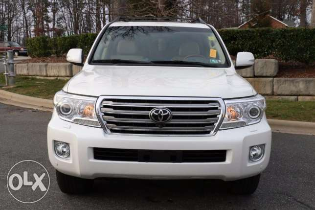 Close to new Toyota Land Cruiser 4x4 Auto