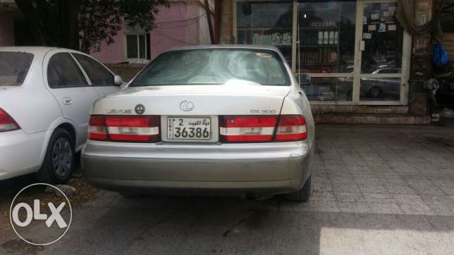 Lexus 2000 model in very good condition for sale..