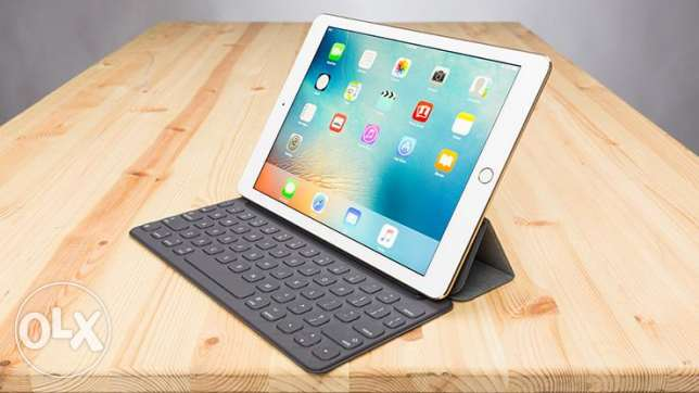 IPAD PRO 9.7 with Keyboard. Used a few times only