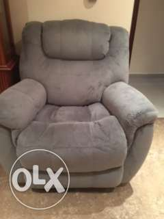 Moving - Recliners for Sale الفنطاس -  2
