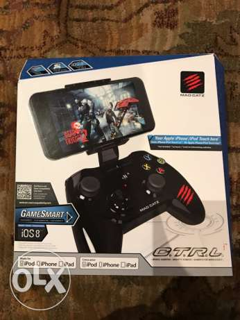 Madcatz MFI controller for iPhone with holding grip