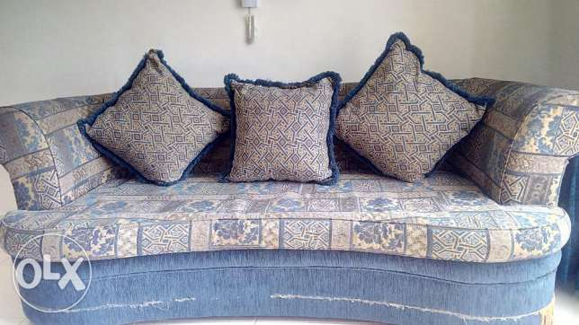 3 seat sofa with 3 pillows