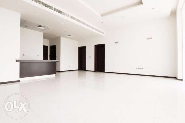 Spacious 2 bedroom flat with balcony and sea view KD 800