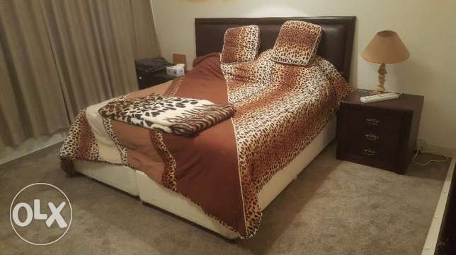 King Size Bed set With Side Tables.. سرير كنج كامل مع 2 كمودينو