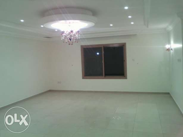 Pets friendly, beautiful and oversized 3 bedroom apartment in mangaf.