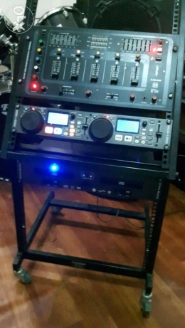 Vlliodor dj control with stand.