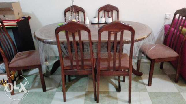 Dining table set available for Sale
