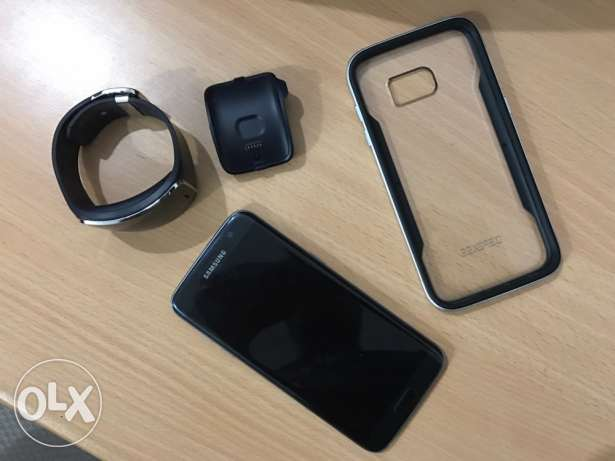 Samsung s7 edge with gear S plus cover