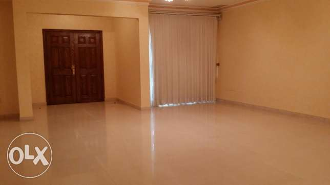5 Bedroom Villa in Abu Al Hassaniya, Block 11, Property ID 050