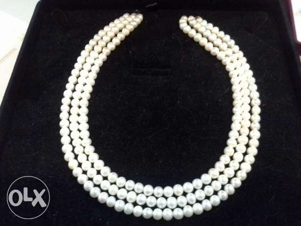 Cultured pearls with silver lock