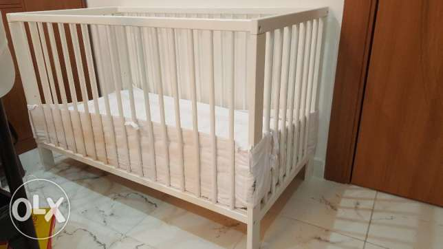 Ikea crib white color( slightly used and in very good condition)