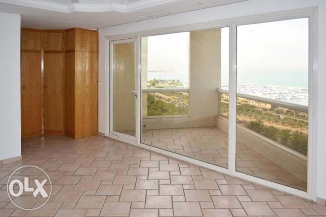 Sea view 2 bdr duplex apartment in Salmiya