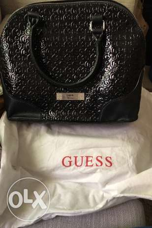 New guess bag with dust bag for sale 20kd only