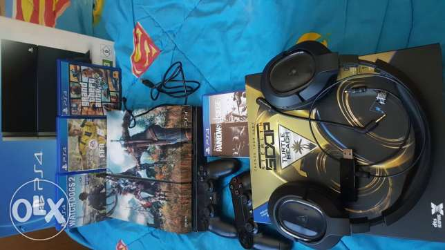 Ps4 500gb - 2 Controllers - 4 Games - Turtlebeach headset