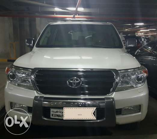 Toyota Landcruiser Pearlwhite, V8, Genuine Toyota acc. installed