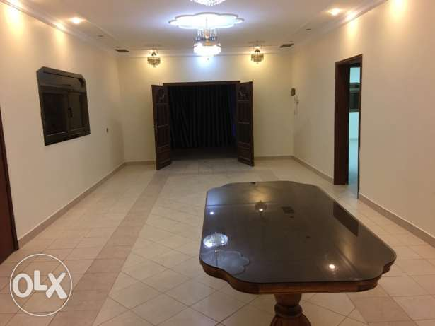 villa floor for rent in jabriya block 11 & 8