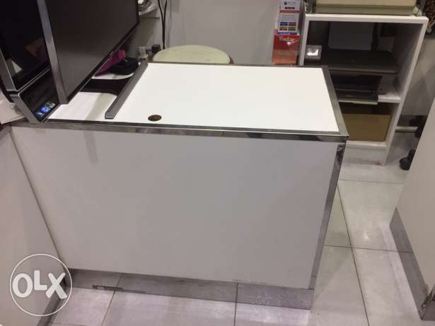 white colour used business counter