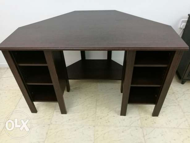 IKIA corner table