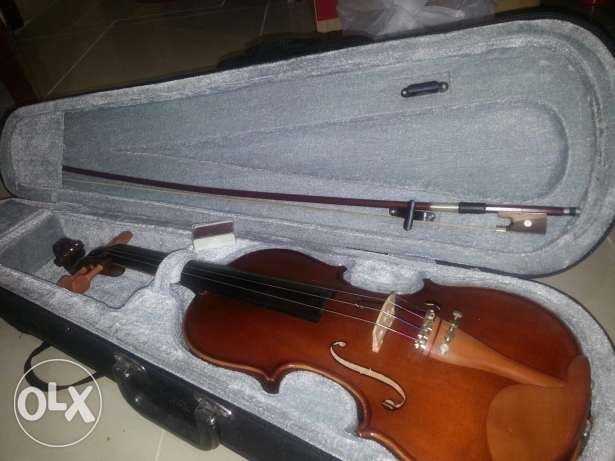 New Power beat violin, excellent condition