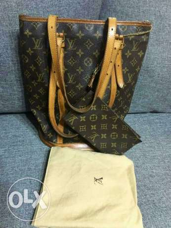 101% Authentic LV bucket gm monogram with pouch.o