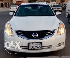 Nissan Altima 2010 4 Cylinder White color for Sale