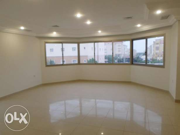 Elegant, pets friendly & large 4 bedroom floor with garden in mangaf