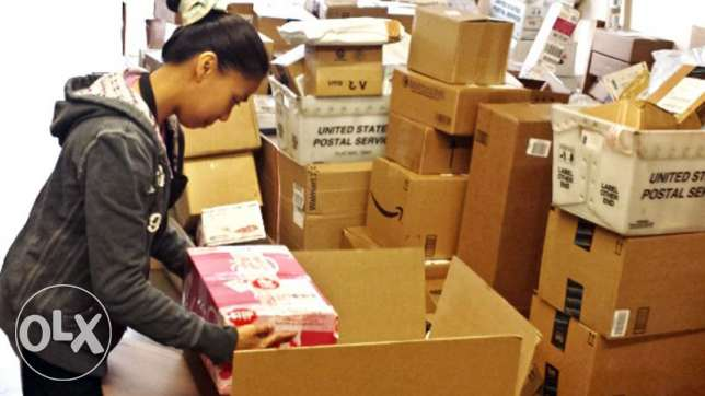 Female Filipino for Packaging and decorating goods