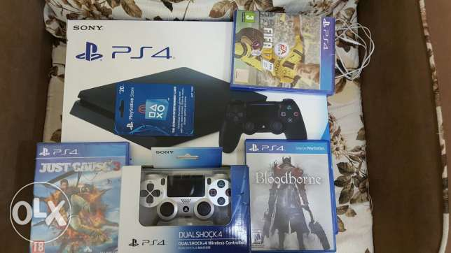 Ps4 with 3 DVD 20$ 2 controller