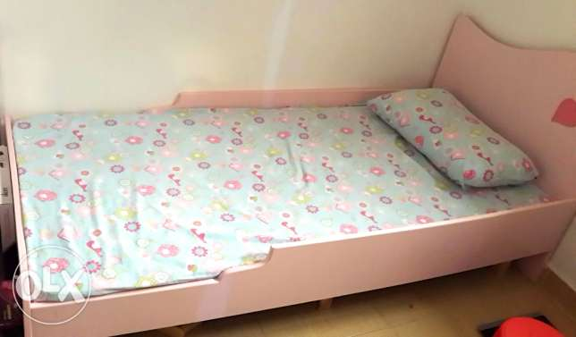 urgent sale leaving kuwait toddler bed, bed and ikea wardable