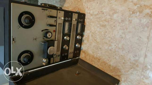 Akai Tape Recorder with 2 woofers حولي -  3