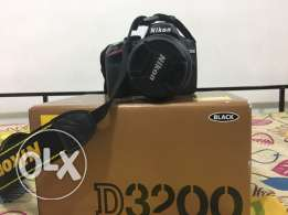 Nikon camera D3200 with 70-300 lens not used much with free 64 GB memo