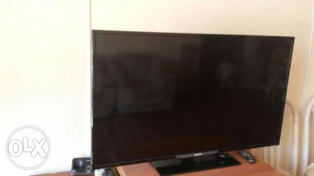"Philips 48"" LED Full HD TV with TV receiver + TV table"