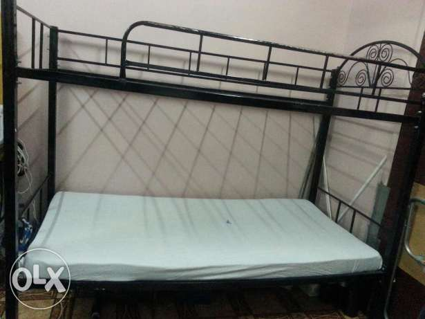 Bunker bed with single matress