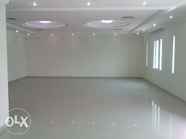 Generously sized 4 bedroom floor with sea view in mangaf.