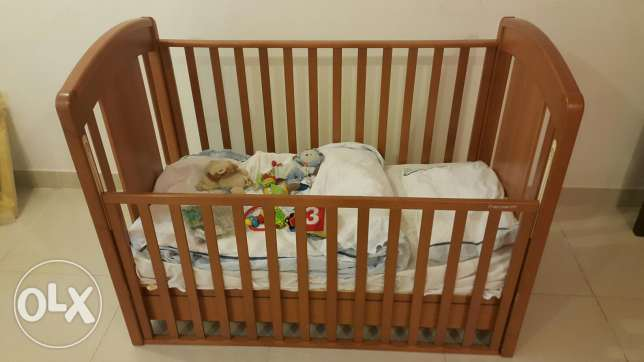 Adjustable baby bed with matt,covers,blankets and some toys مشرف -  1