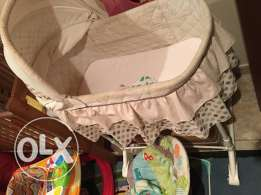 Baby bed in excellent condition سرير طفل بحاله ممتازه
