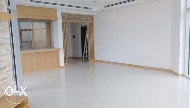 Modern 3 bedroom floor apartment in Salmiya, KD 1250.