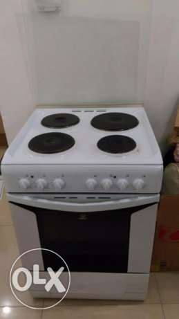 Electric oven /free delivery