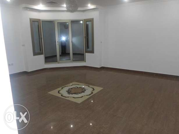 Sunlight-Filled, stunning & sizeable 3 bedroom floor in mangaf.