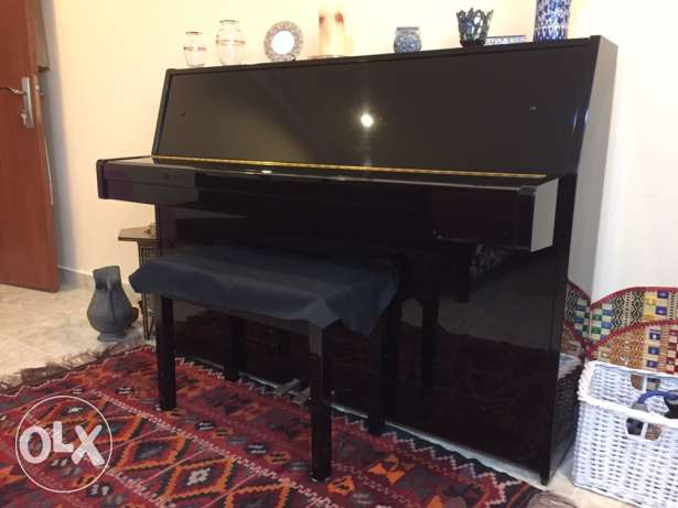 Piano: Yamaha (Excellent Condition: Made in Japan) For Sale