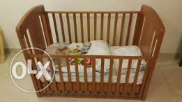 Adjustable baby bed with matt,covers,blankets and some toys
