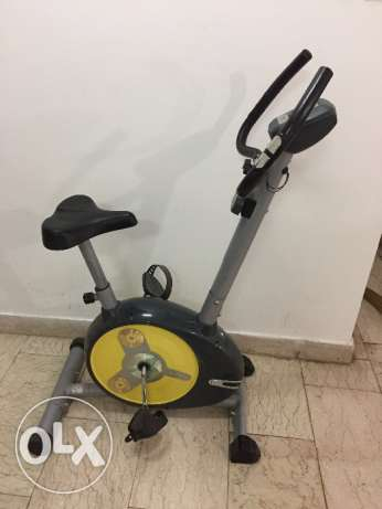 Exercise cycle with working display