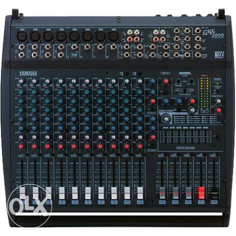 YAMAHA emx2000 powered mixer