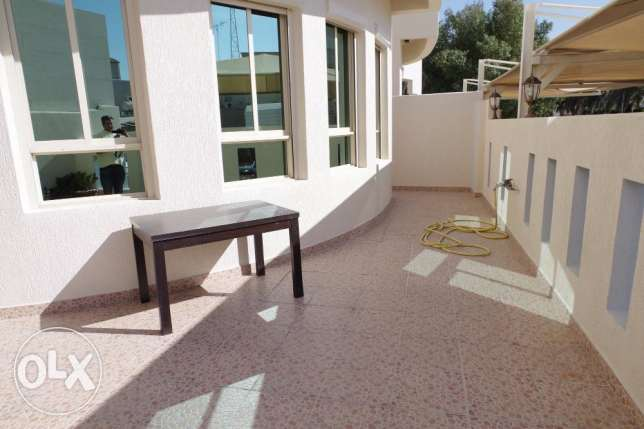 Very nice 7 bdr villa with yard in Surra