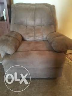 Moving - Recliners for Sale الفنطاس -  1