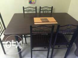 Dining table with 5 chairs in good condition