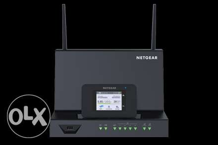 Netgear AirCard Smart Cradle And 790S Router Touch screen [zain]